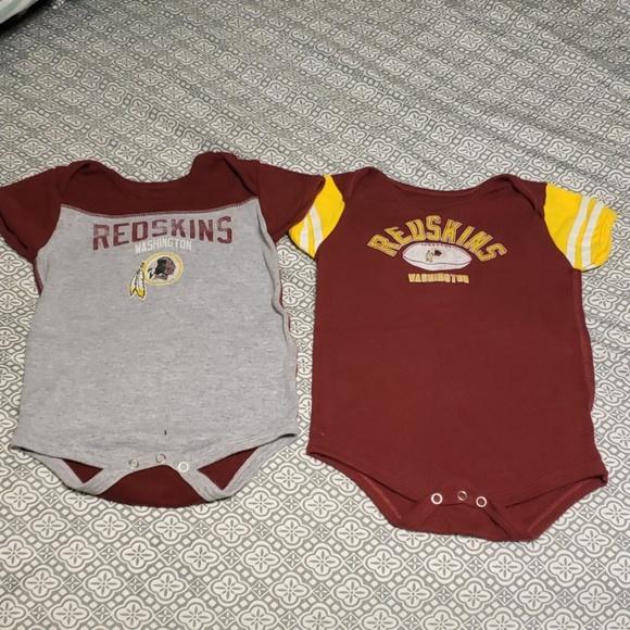 new products 081de 22289 2 pack Washington Redskins onesies NWOT